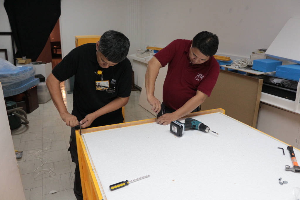 Lopez Museum and Librarys Rod Enano and Romeo Jalandoni working on crates to hold the Luna works in transit